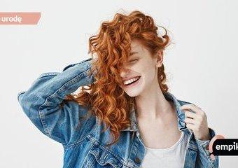 Plopping – jak wydobyć naturalny skręt włosów? Plopping krok po kroku