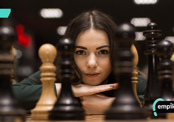 """Podobał ci się """"Gambit królowej""""? Naucz się gry w szachy od podstaw!"""