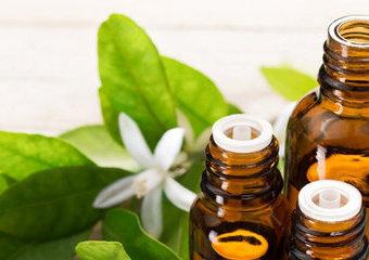 Moc olejków - olejki do ciała, włosów, perfum - co warto mieć?
