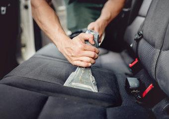 Pranie tapicerki samochodowej – czy myjki i parownice to dobre rozwiązania?