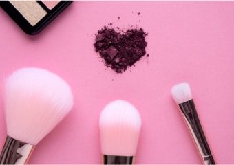 Prezent dla żony na walentynki – jakie kosmetyki i akcesoria wybrać?
