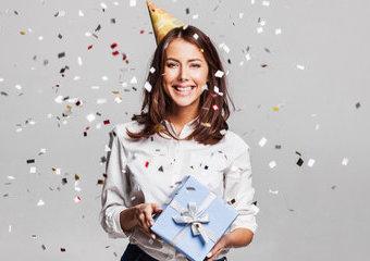 Prezent urodzinowy dla niej – garść inspiracji na podarunki dla kobiet
