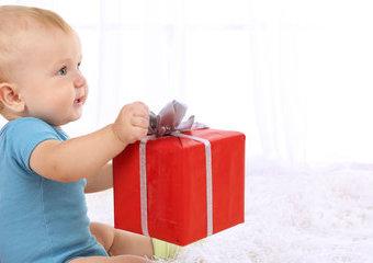 Przydatne prezenty dla noworodka – o co poprosić bliskich?
