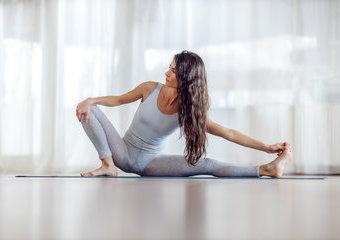 Rozciąganie, joga, pilates – czym się różnią i jakie efekty przynoszą?