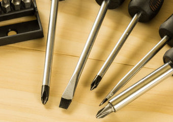 Śrubokręty precyzyjne: polecane zestawy precyzyjnych wkrętaków