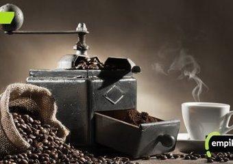 Stalowy czy ceramiczny – jaki młynek do kawy wybrać?