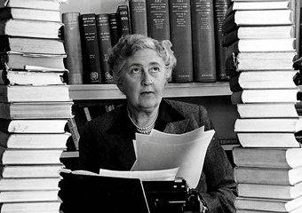 Surferka, która zabija przy zmywaniu - Agatha Christie jakiej nie znacie!