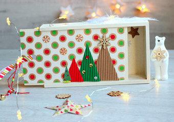 Świąteczny prezent dla amatora fotografii, czyli jak z drewnianego pudełka zrobić album