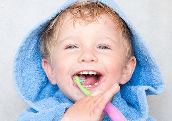 Szczoteczki do zębów dla dzieci: elektryczna, soniczna czy manualna? Co wybrać?