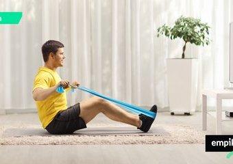 Trening z gumami oporowymi – ćwiczenia z gumami, które łatwo zrobisz w domu