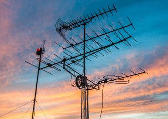 Wzmacniacz antenowy: jak wybrać wzmacniacz sygnału antenowego?
