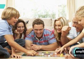 Zagraj ze mną, babciu, czyli gry planszowe, które łączą pokolenia
