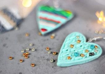 Zimowe kolczyki z masy fimo - zrób karnawałową biżuterię!