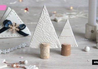 Zimowe ozdoby z gliny  – inspiracje na stół i na choinkę